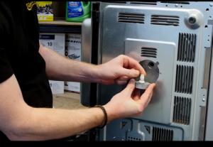 Picture21 300x207 Cómo cambiar el motor del microondas
