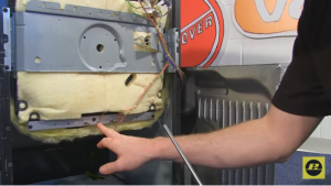 Cómo cambiar la resistencia inferior del horno 5 300x169 Cómo cambiar la resistencia inferior del horno