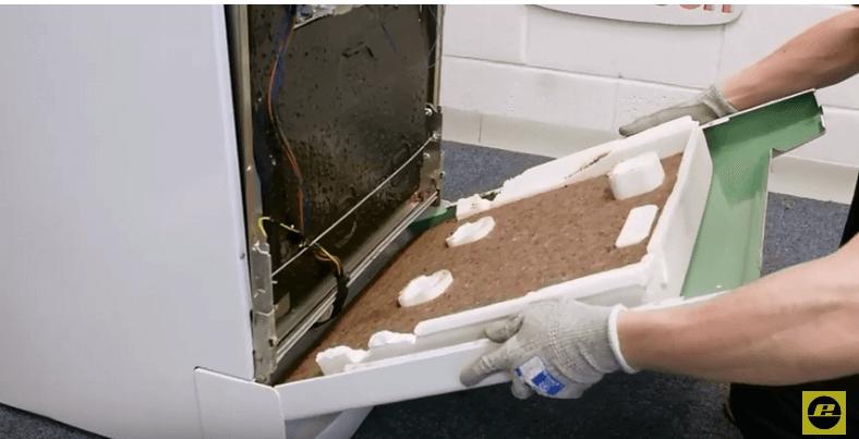 volvemos a colocar el panel frontal Reparar el cierre de un lavavajillas