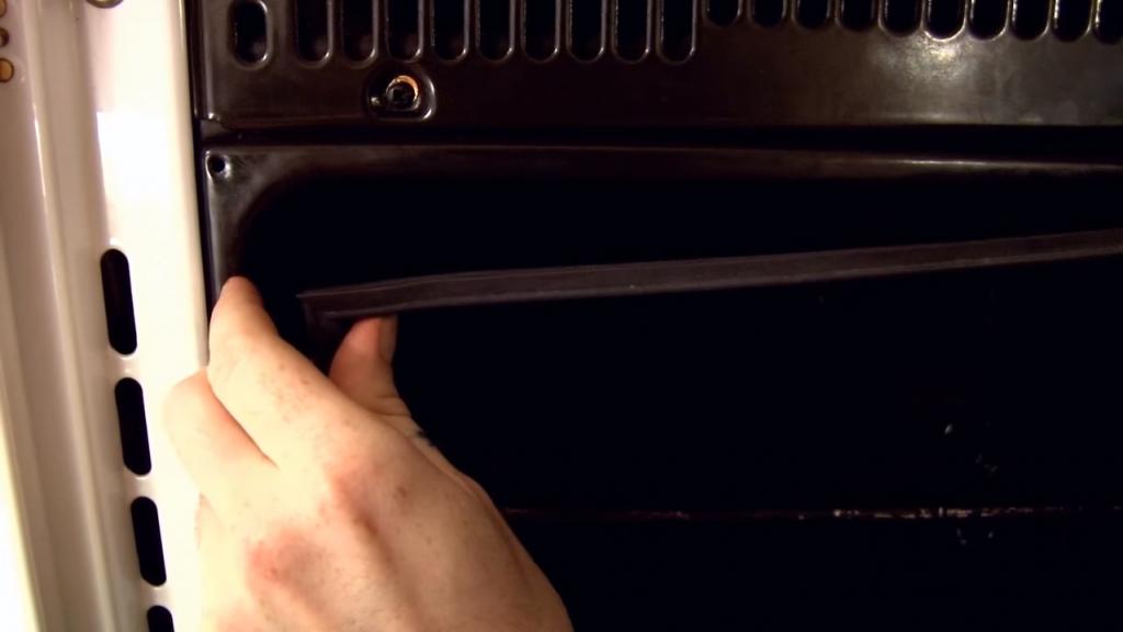Reemplazar goma o junta horno Paso 1 1024x576 Reemplazar goma para horno (Horno esquinas rectas)