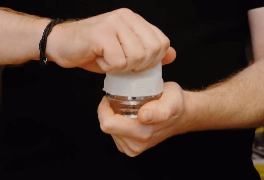 Capture Cómo retirar la cubierta de la lámpara para hornos Bosch, Neff y Siemens