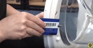 Tarjeta de plastico 300x155 La puerta de la lavadora no abre