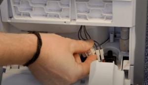 image 2 300x173 Cómo cambiar la bomba de condensador de una secadora beko