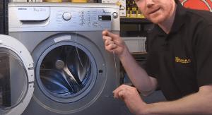 Montamos la puerta de la lavadora beko 300x163 Cómo cambiar el cierre de la puerta en una lavadora Beko