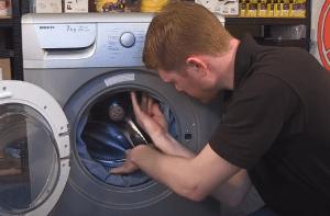 cómo cambiar el cierre de la puerta de una lavadora Beko 300x197 Cómo cambiar el cierre de la puerta en una lavadora Beko