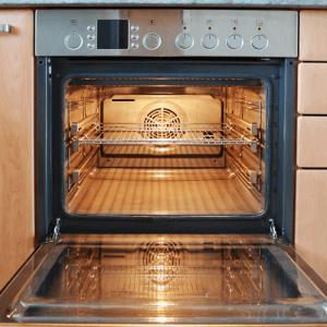 Clean with steam 300x300 3 métodos para limpiar el horno de una manera fácil y natural