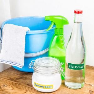 DIY Cleaner 300x300 3 métodos para limpiar el horno de una manera fácil y natural