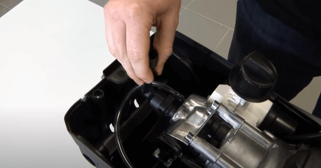 The Outlet Valve 1024x538 Sustitución de los conectores de entrada y salida en una hidrolimpiadora Karcher