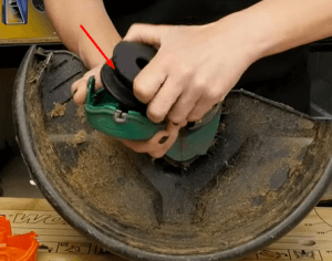 cambiar hilo 3 Cómo cambiar la bobina o el hilo de un cortabordes Black & Decker