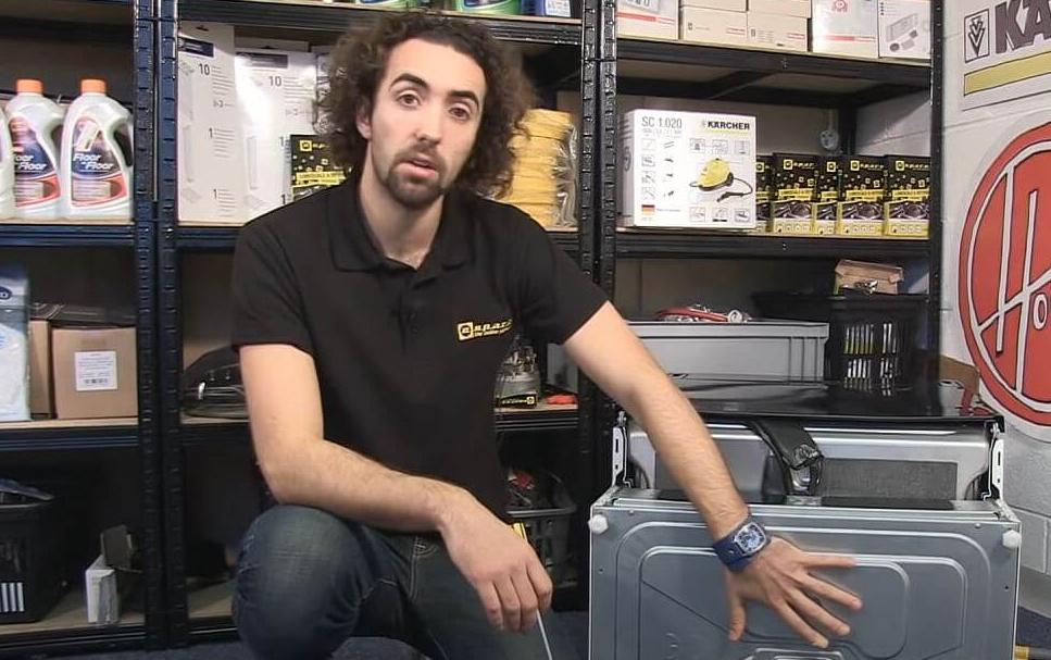 Lavavajillas boca abajo e1624951649154 Cómo diagnosticar problemas de drenaje y motor en un lavavajillas