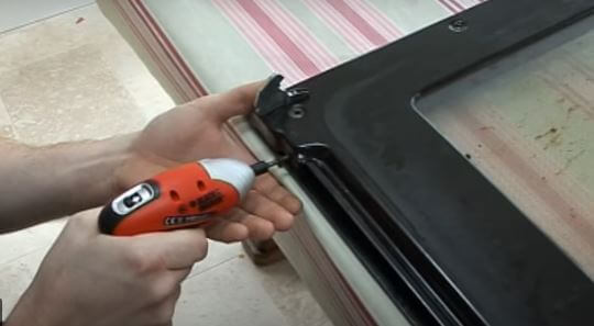 tornillos Cómo quitar y cambiar la puerta del horno